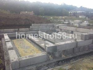 Возведение первого этажа из бетонных блоков